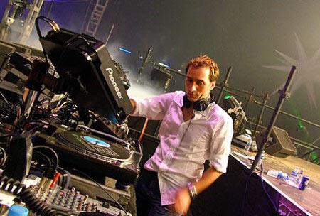 NEJPOPULÁRNĚJŠÍ DJ PLANETY OPĚT U NÁS