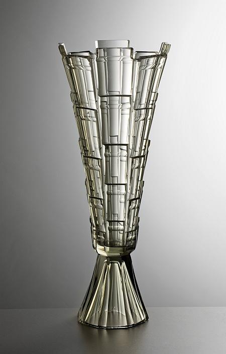 Osmibok� v�za na noze, n�vrh Alois Metel�k, foukan�, brou�en� kou�ov� sklo, 1927